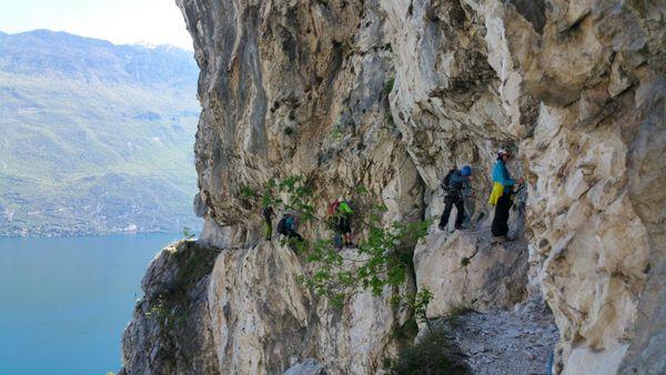 Klettersteig Riva Del Garda : Klettersteig dell amicizia italien gardasee youtube
