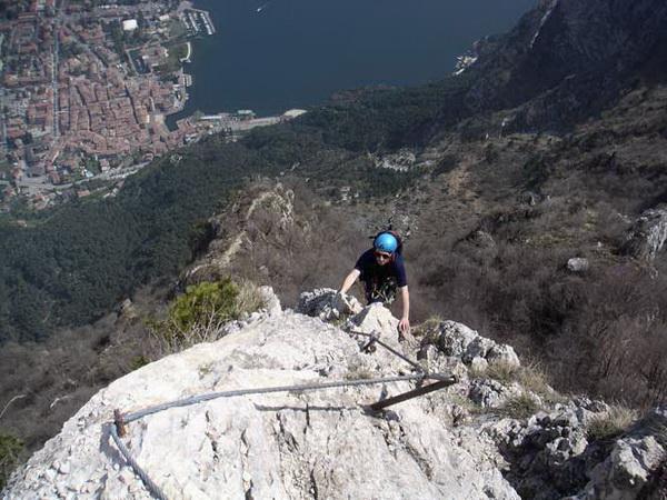 Klettersteig Gardasee : Klettersteig.de klettersteig beschreibung via dell´amicizia